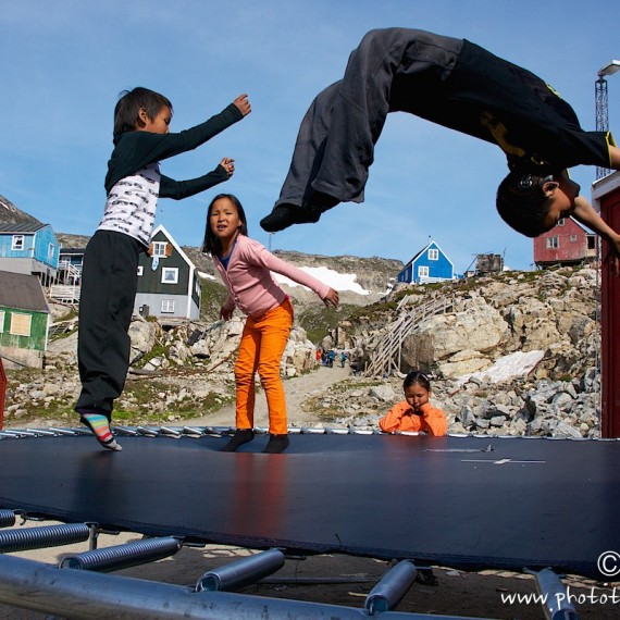 www.phototeam-nature.com-antognelli-greenland-kayak-expedition-semiligaag-kids-games