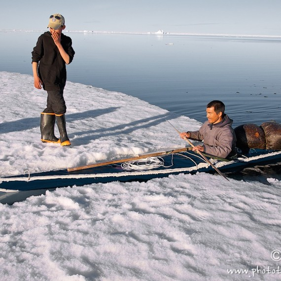 www.phototeam-nature.com-antognelli-groenaland-greenland-narwhal-narval-chasse-hunting-kayak