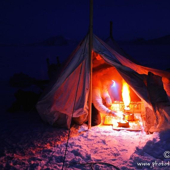 www.phototeam-nature.com-antognelli-greenland-nuussuaq-fisherman-halibut-tent