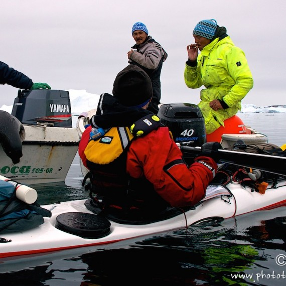 www.phototeam-nature.com-antognelli-greenland-kayak-expedition-hunter-inuit