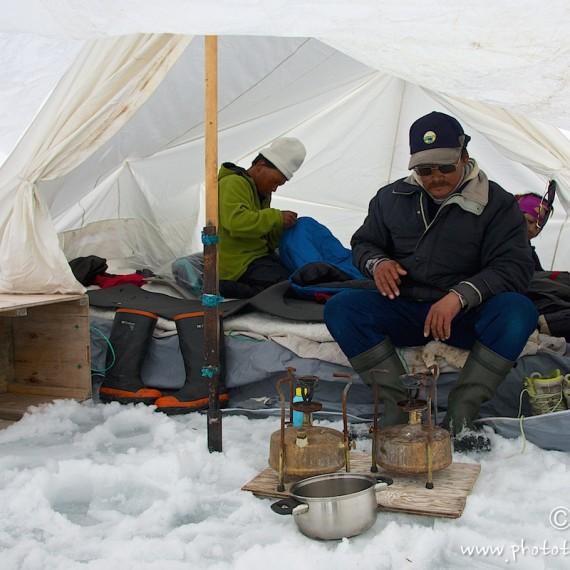 www.phototeam-nature.com-antognelli-greenland-nuussuaq-hunter-tent