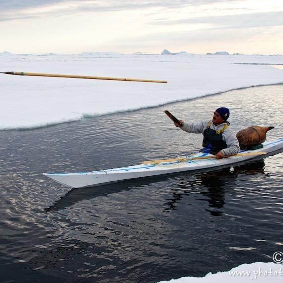 www.phototeam-nature.com-antognelli-greenland-nuussuaq-hunter-kayak