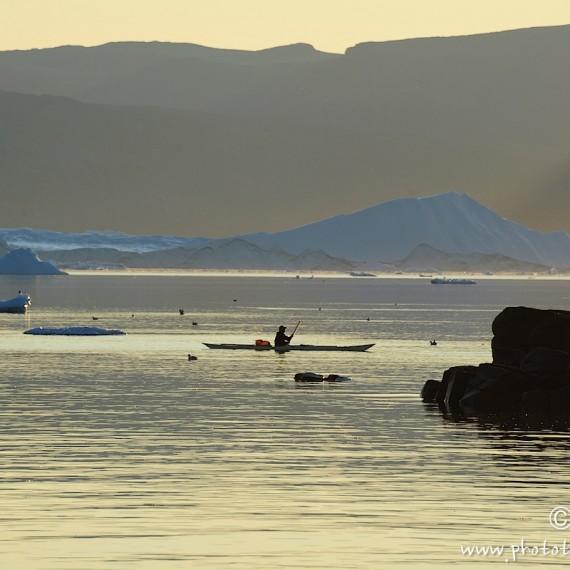 antognelli-www.phototeam-nature.com-greenland-qeqertat-kayak